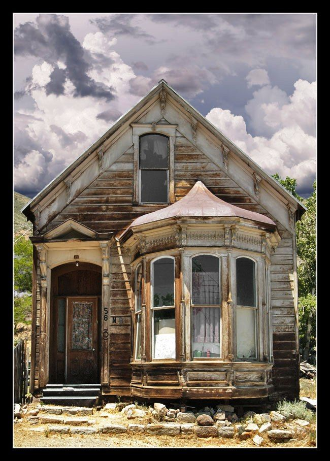 The lost and the Old houses in despair Old