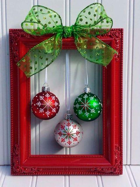 Has Pensado En Decorar Tu Bano Para Navidad Decoracion Navidena Hacer Adornos De Navidad Artesanias Navidenas