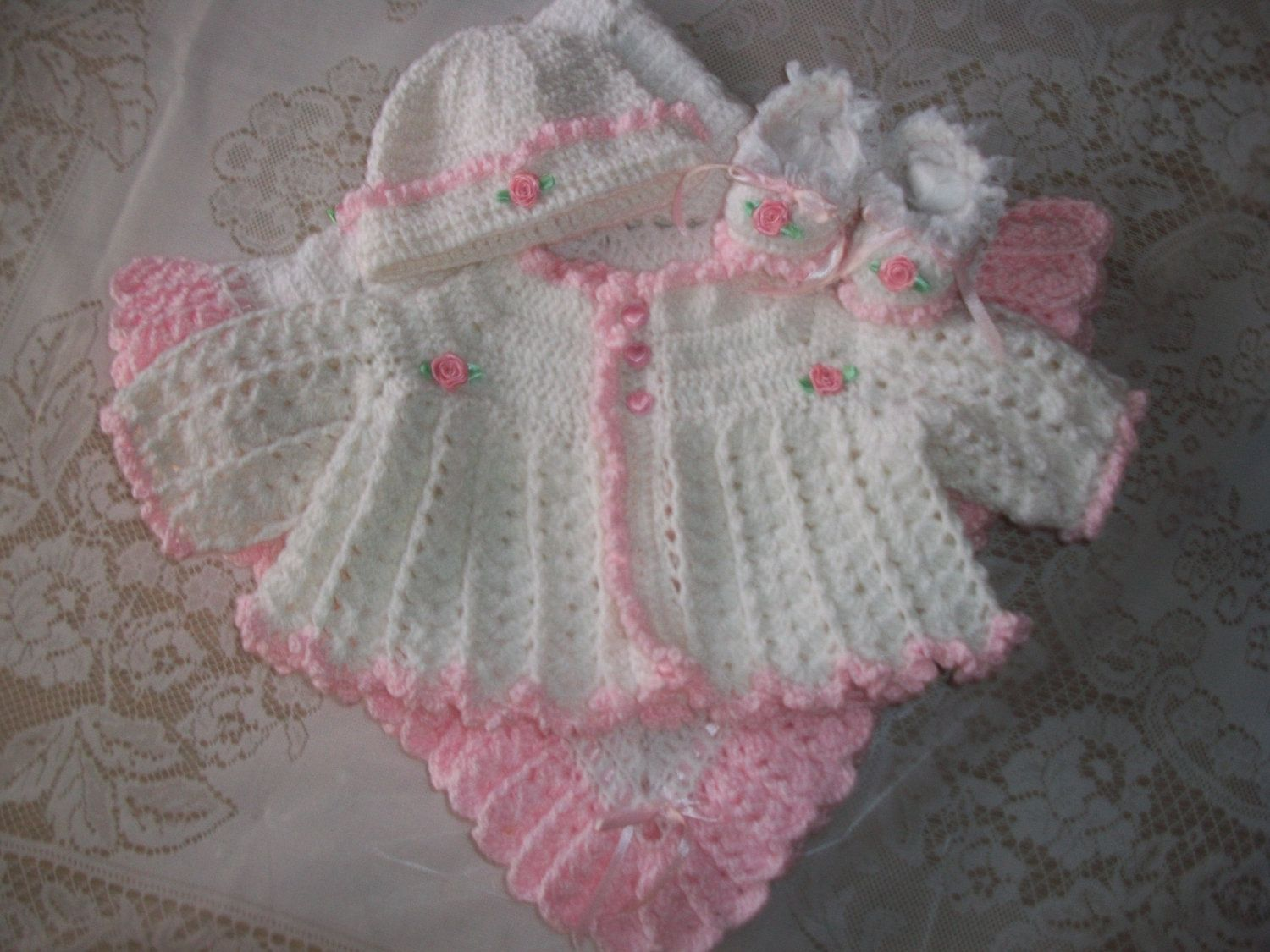 d4fd2e7c0 Crochet Baby Girl Pink And White Sweater Set Bonnet Booties and ...