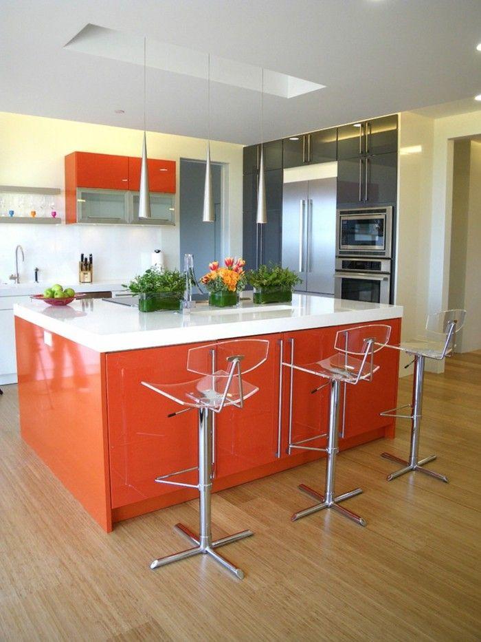 küchenstühle für die kücheninsel heller bodenbelag und orange möbel ...