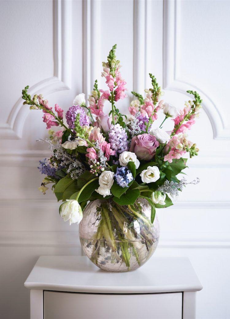 Tendances d co fleurs printani res sur l 39 appui de la for Tendance decoration fenetre