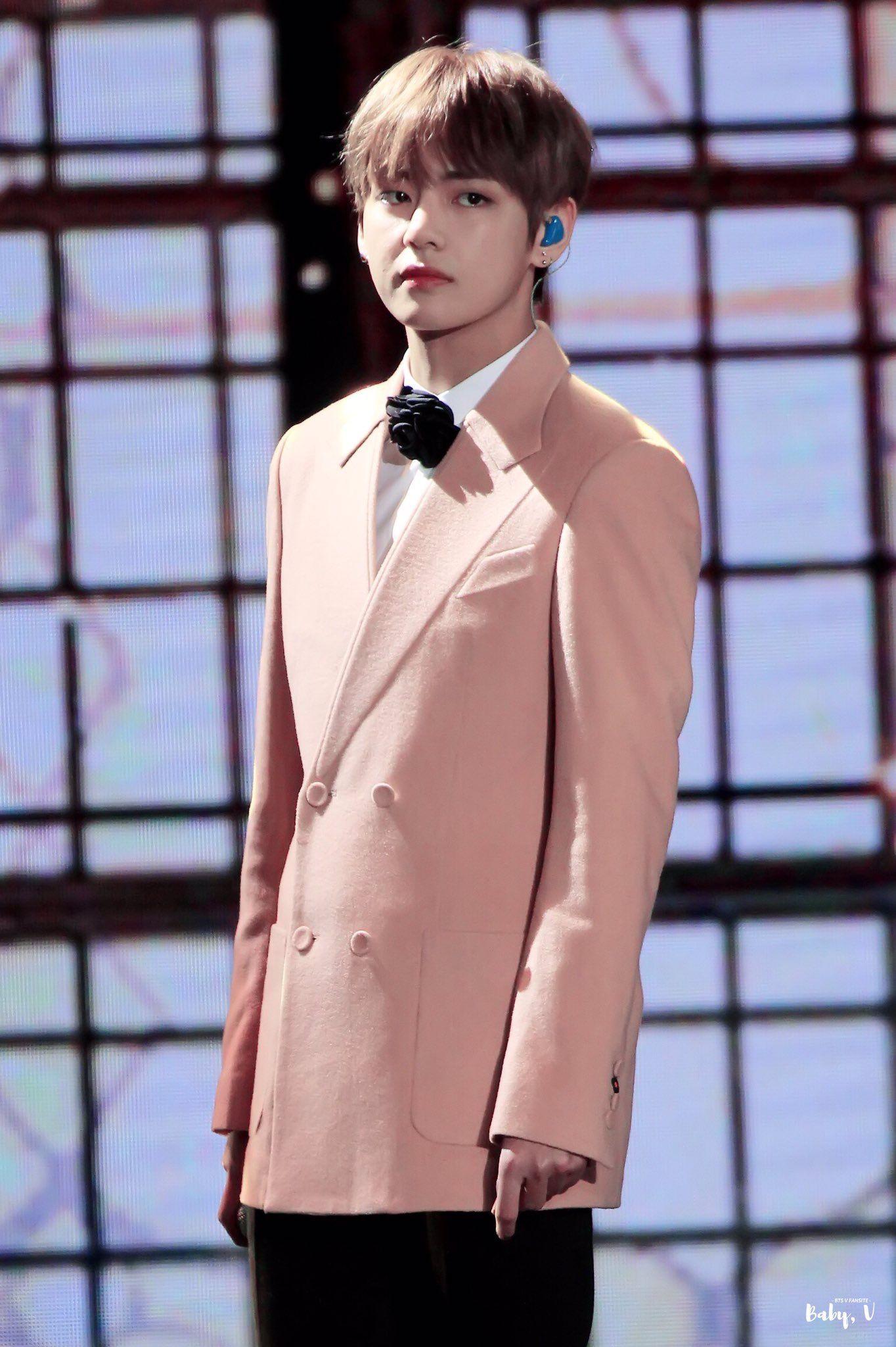 Pin by chi on V ( 뷔 )♡Kim Taehyung 김태형♡ BTS