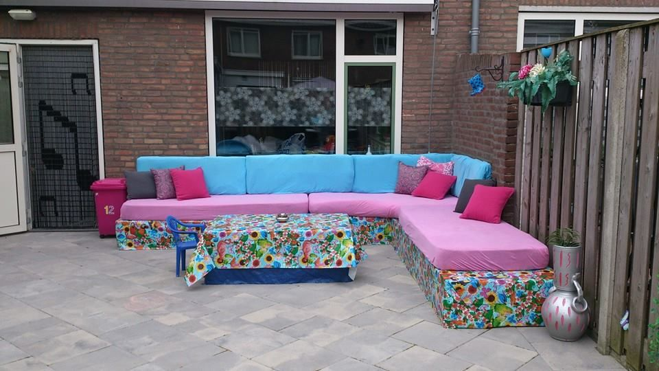 pallets, covered with plastic, some matras over it...and yep ready made by Denli Ilse Brands