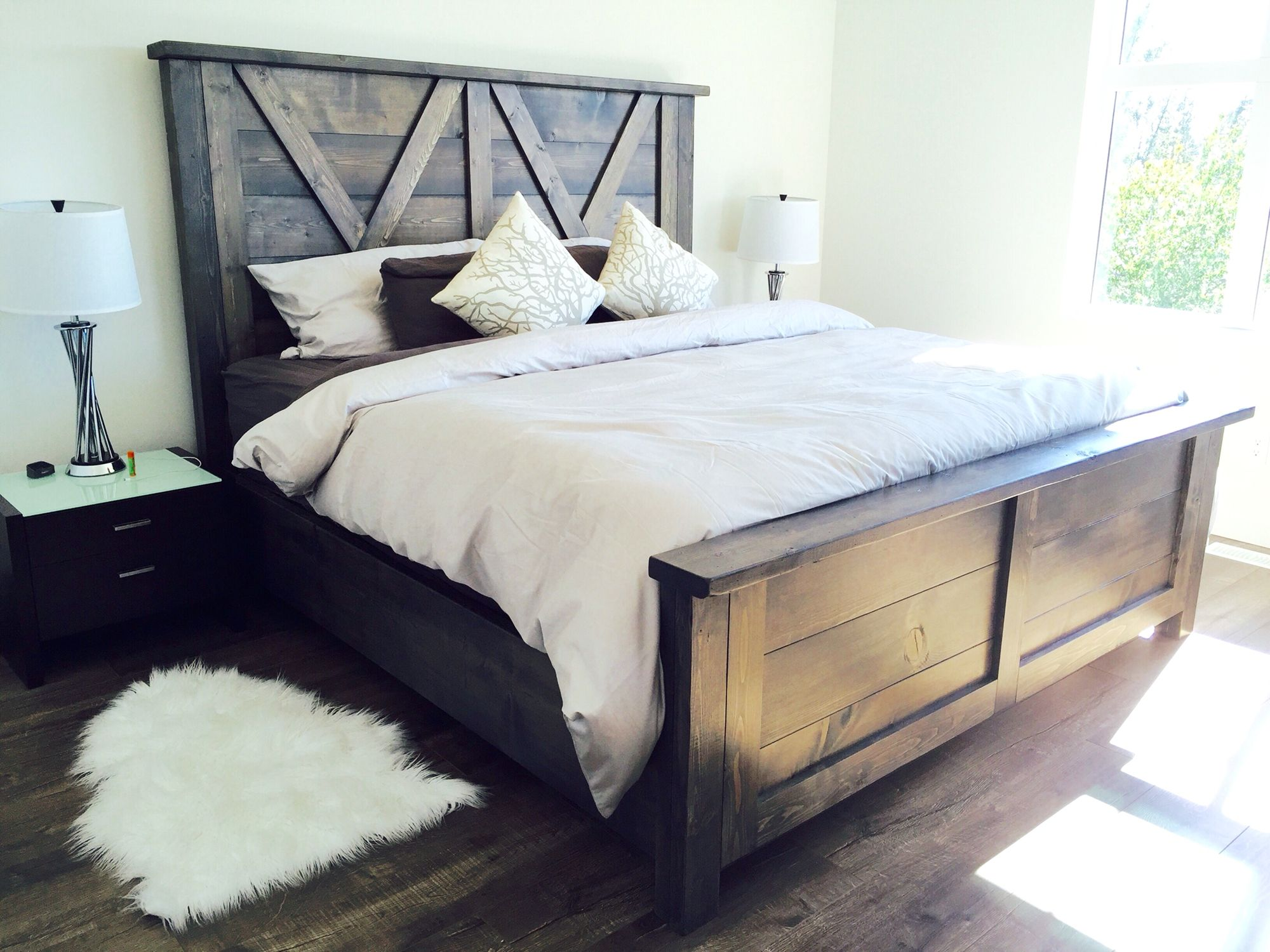 Barn Style Bed #Rusticmeadows