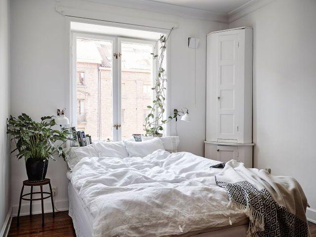 Gemutliches Schlafzimmer Mit Kuschligem Doppelbett Einrichtung