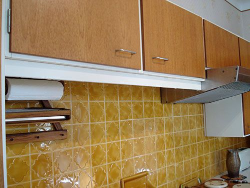 Kitchens Out Of The Past Just Hungry In 2020 Kitchen Wall Tiles 80s Decor Mustard Walls