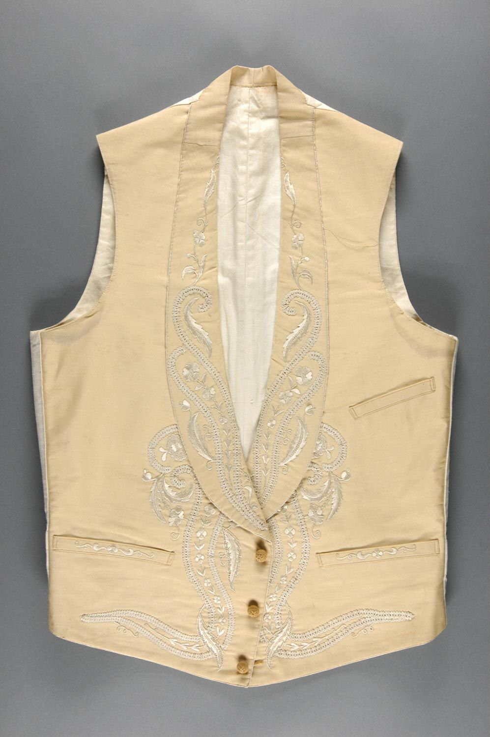 3dd814e81d (c. 1840s) American waistcoat made of cotton and linen.