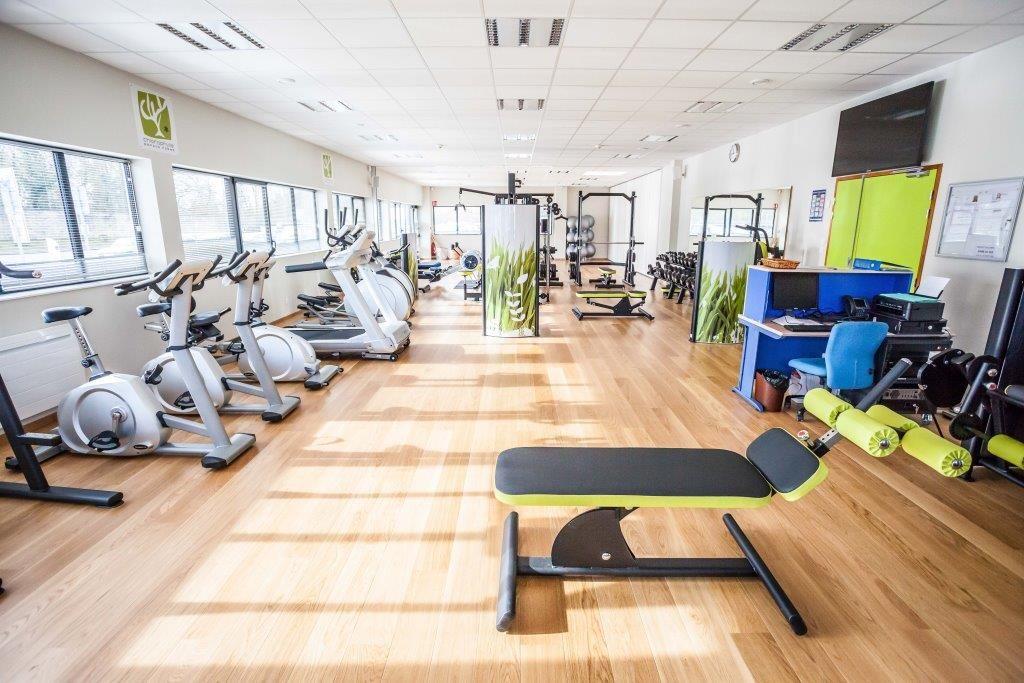 salle de fitness modulable les espaces s 39 ouvrent se divisent au gr des besoins. Black Bedroom Furniture Sets. Home Design Ideas