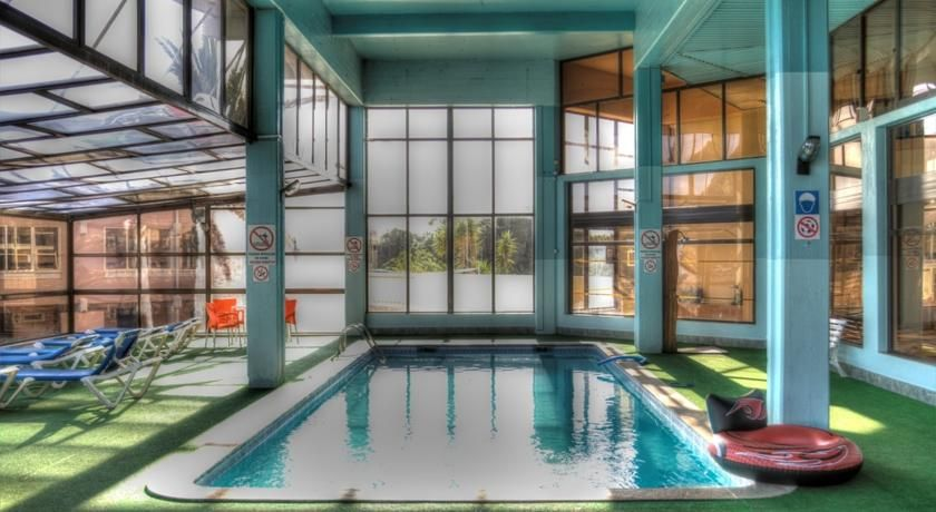 €43 Este complejo, situado a poca distancia a pie del océano Atlántico, se encuentra rodeado del exuberante paisaje de la playa de Aveiros y alberga una...