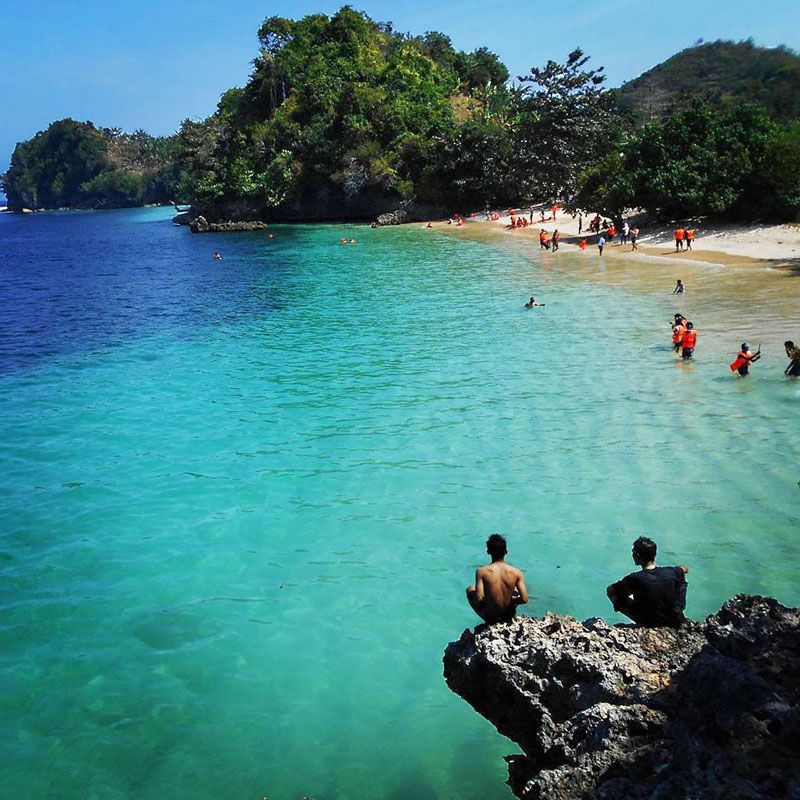 Heard Of These Beautiful Hidden Beaches Of Malang That Are Definitely Still Unknown To Most Come Explore Malang S Hidden Ge Hidden Beach Beach Paradise Malang