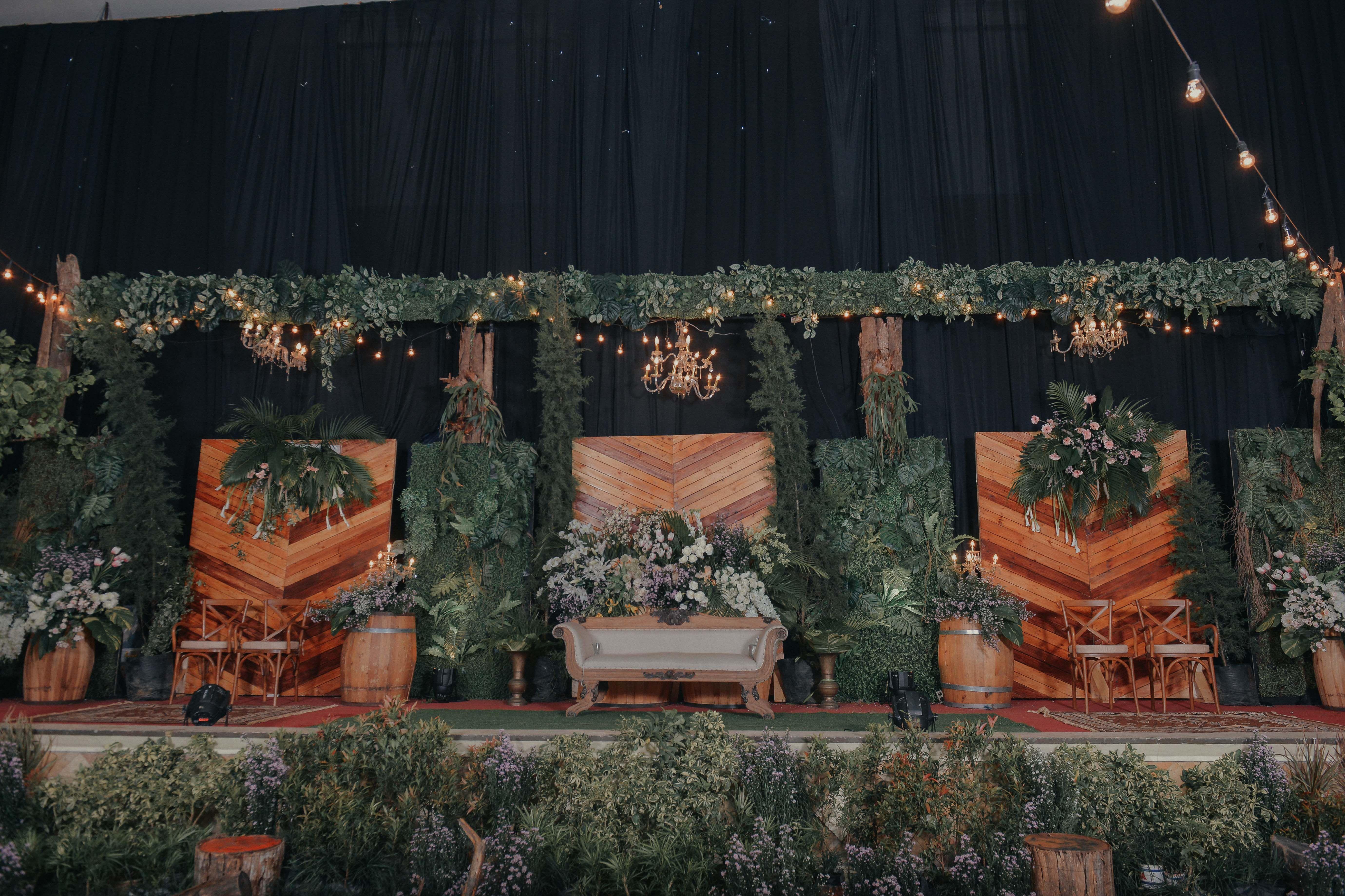 Wedding rustic surabaya indonesia raindropsdeco wedding rustic surabaya indonesia raindropsdeco weddingrusticsurabaya rusticwedding vendordecorsurabaya dekorasisurabaya dekorasimalang junglespirit Images