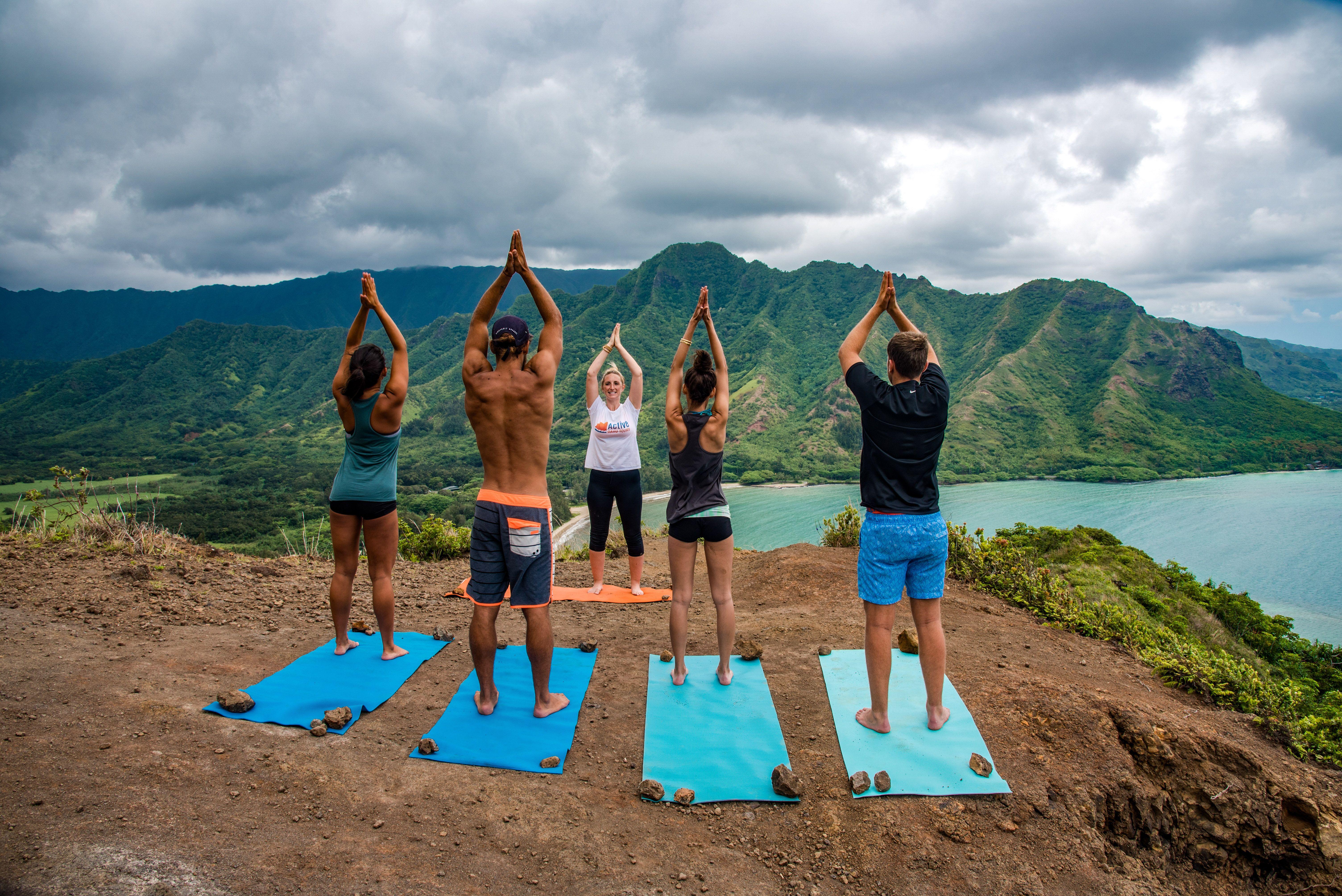 CROUCHING LION HIKE ON OAHU, HAWAII Oahu, Outdoor yoga