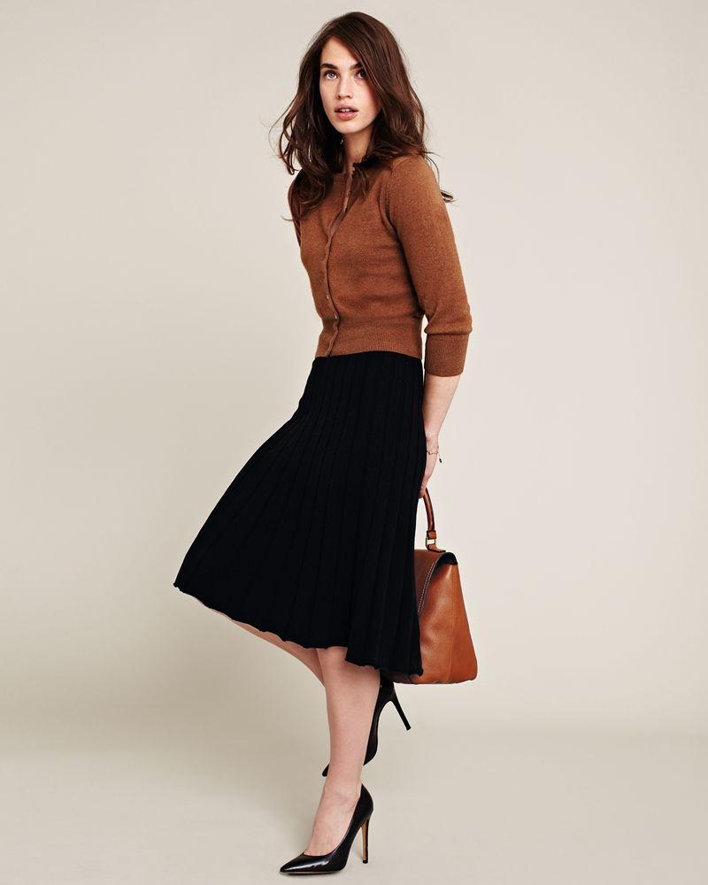 1f0065abcf1 Modest doesn t mean frumpy. www.ColleenHammond.com  style  fashion ...