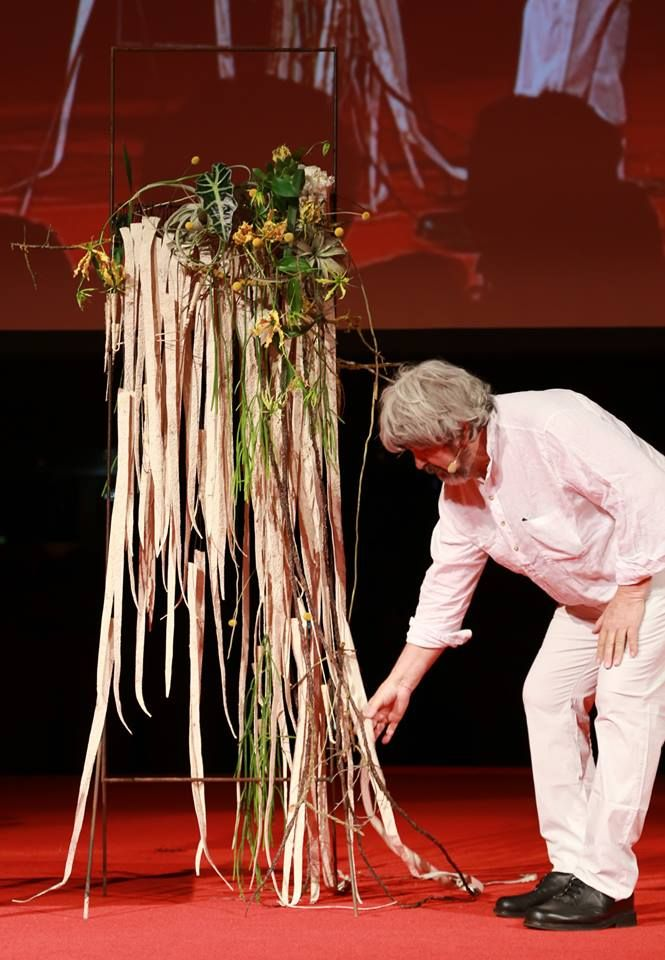 Gregor Lersch Floral Design in action during the Europa Cup 2016