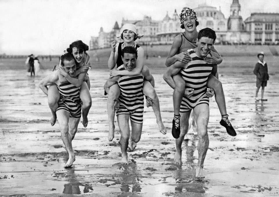 Afbeeldingsresultaat voor strandkledij vroeger