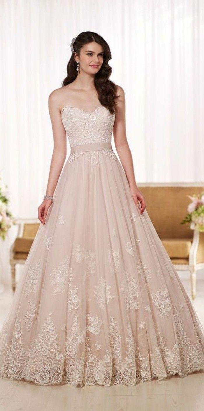 Rosa Brautkleid für einen glamourösen Hochzeits-Look | Lisa