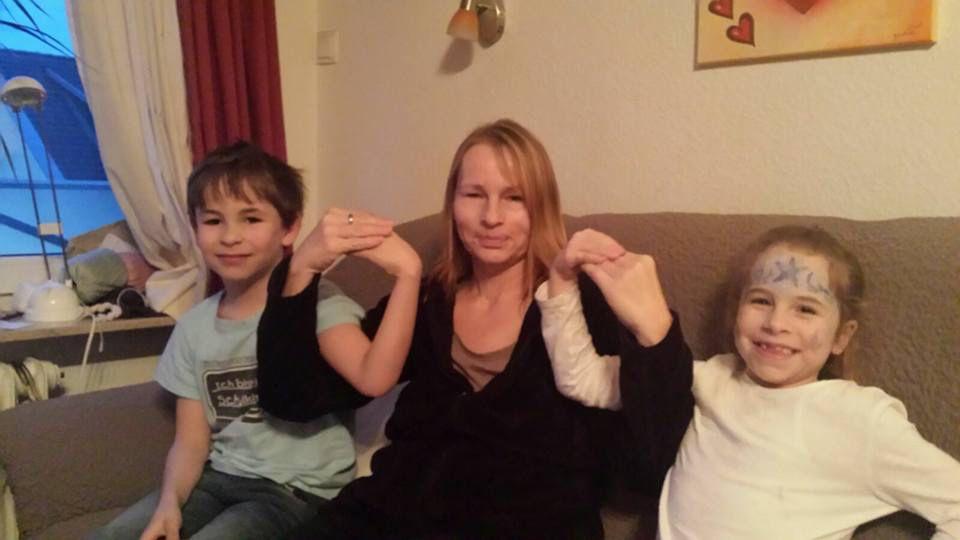 Schleife zeigen Bild 0017 #schleifezeigen #kinderschutz #challenge #1207schleifen #fingerweg #fingerweginfo
