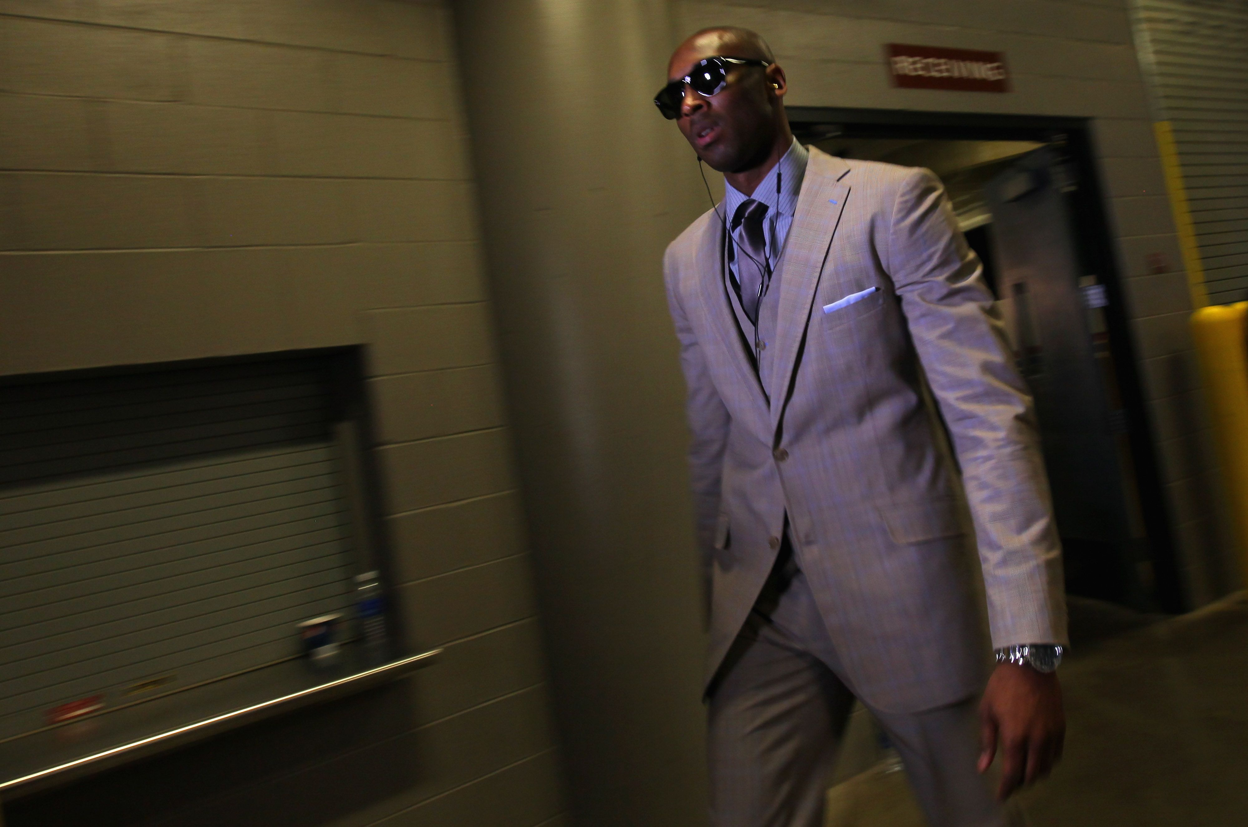Kobe Bryant Suit Shades La Lakers And He Ll Be On His