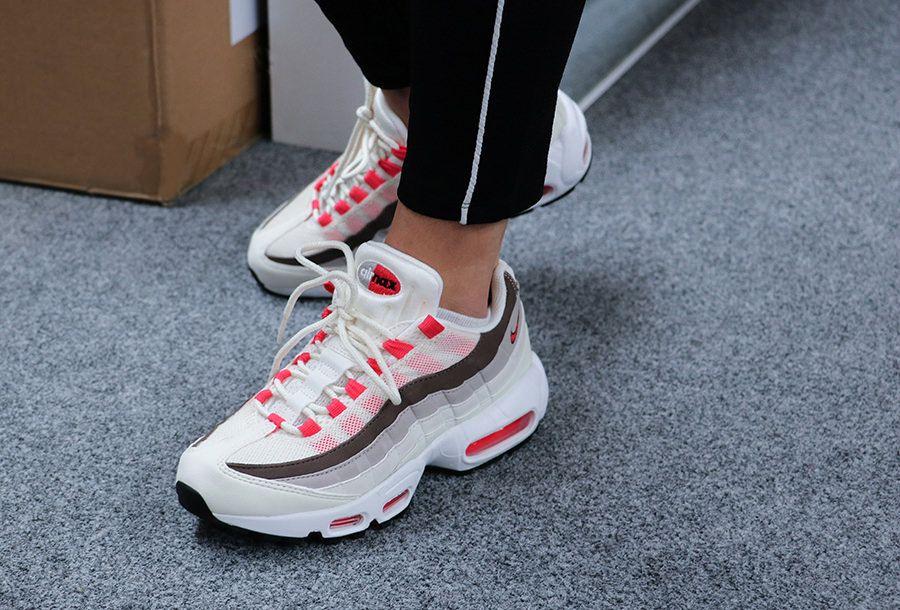 Sneakers women Nike Air Max 95 onfeet