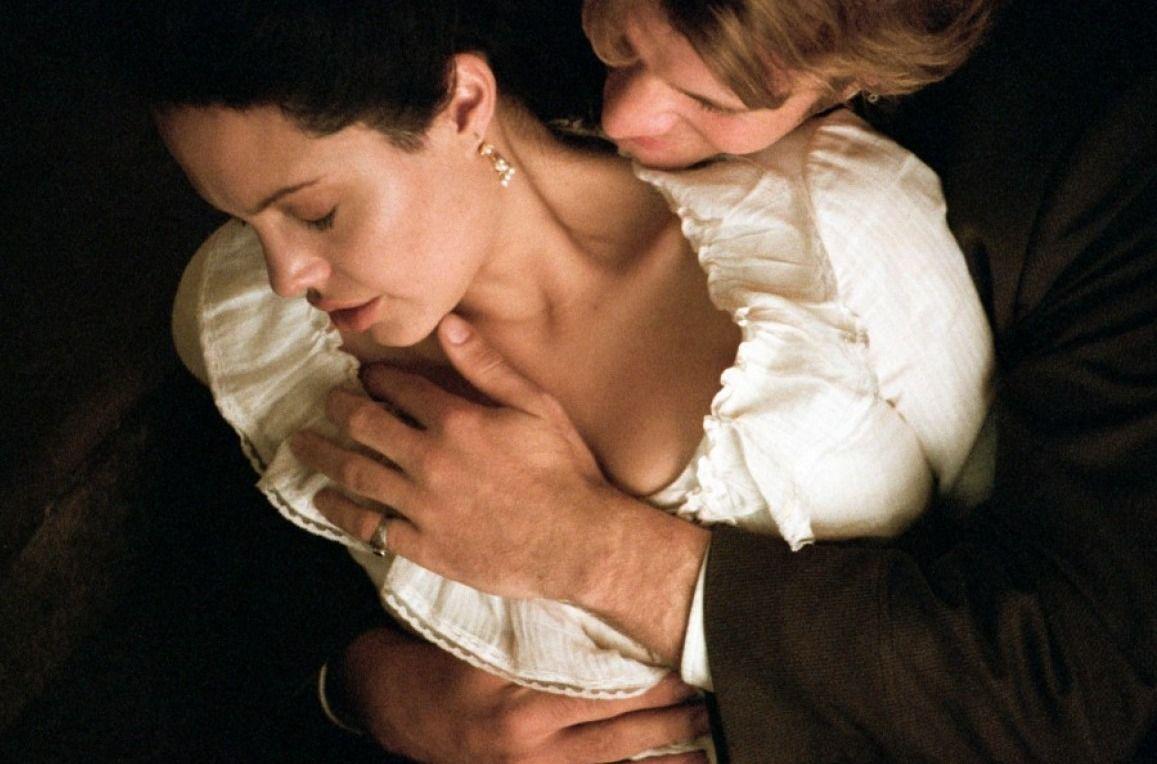 Angelina Jolie And Thomas Jane In Original Sin  Angie-5157
