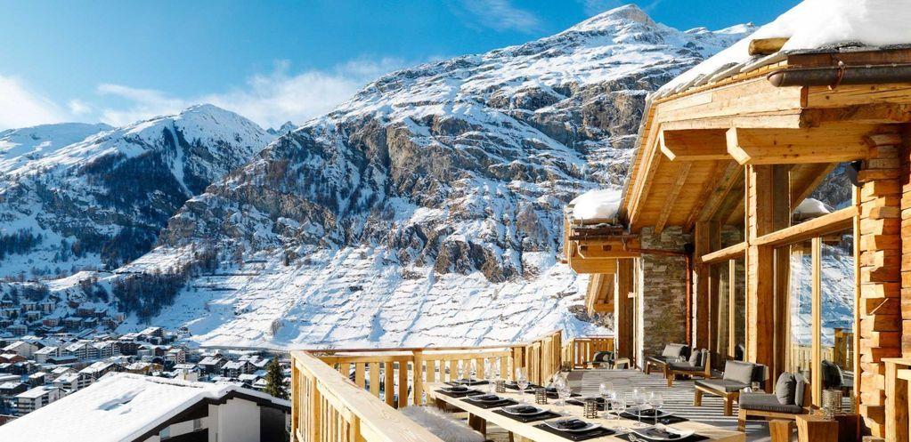 Déjeuner en terrasse version grand air #valais #montagne #chalet ...