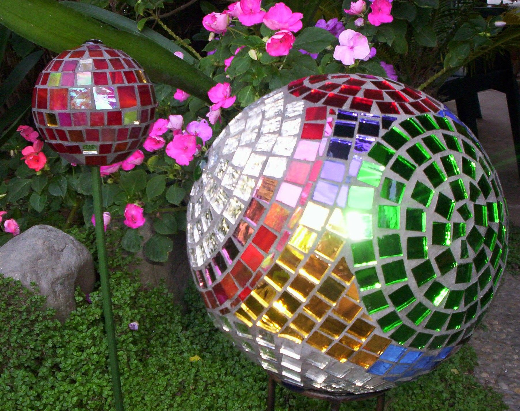 Garden Balls Decorative A Little Bling For My Garden Mosaic Gazing Ball  Pinterest