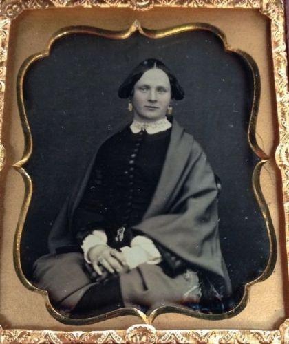 Daguerreotype-Beautiful-Woman-in-Elegant-Shawl-by-Stroud-Very-Nice-Image-in-case