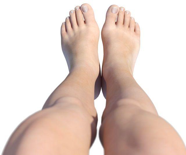 足の甲のむくみの原因と解決法を知ることでパンパン足にサヨナラ|綺麗のトリセツ