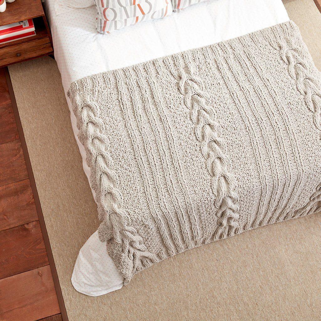 Bernat® Blanket™ Horseshoe Cable Knit Blanket   Tejido