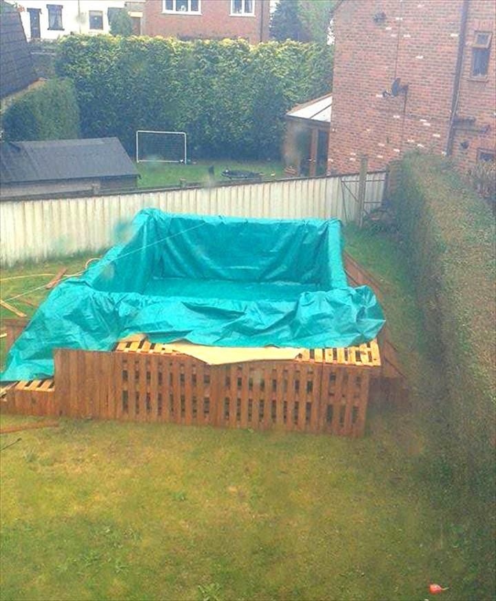 Build a swimming pool out of 40 pallets with images
