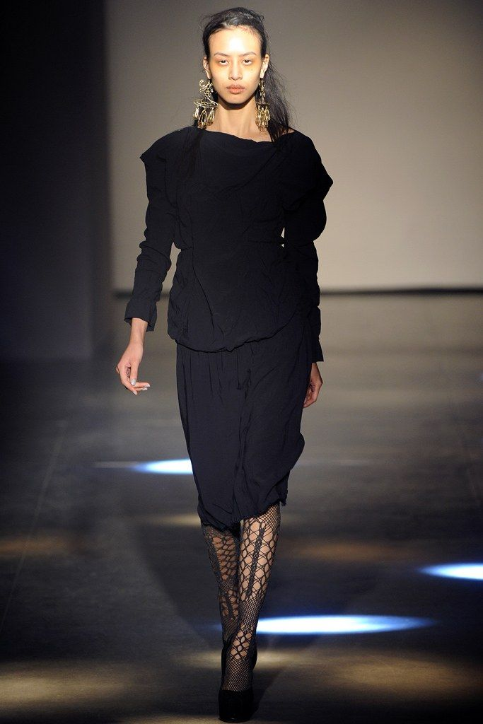 Andreas Kronthaler for Vivienne Westwood Fall 2012 Ready-to-Wear Fashion Show - Si Tanwiboon (ELITE)