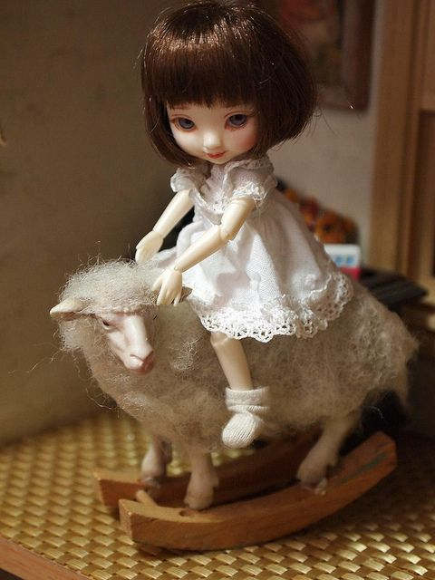 Amelia Thimble  dolls (hand made?)
