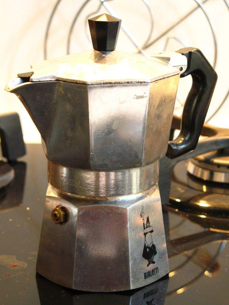 10 Steps To Making Espresso In A Moka, The Italian Coffee