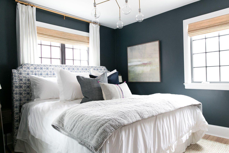 Bold blue green bedroom in Benjamin Mooreu0027s Newburg