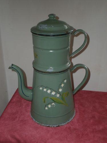 GRANDE-CAFETIERE-ANCIENNE-DECOR-DE-MUGUET-EN-RELIEF
