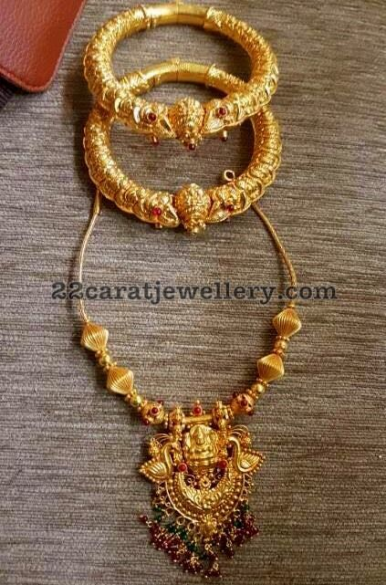 Latest Collection of best Indian Jewellery Designs. #GoldJewelleryIndian