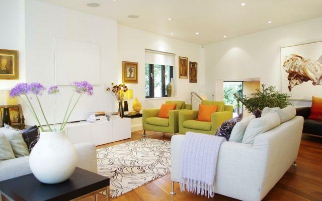 eklektisch Wohnzimmer gemütlich weiß Sofa grün | Diseño interior ...