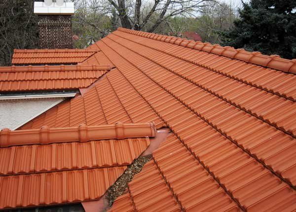 Tile Roof Repair Cleaning Vancouver Wa By Northwest Roof Maintenance Brick Roof Brick Material Roofing