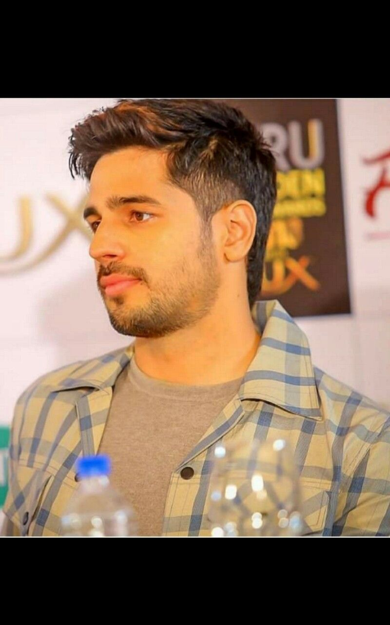 Sidharth Malhotra 3 12 18 Bollywood Pictures Bollywood Celebrities Hollywood Actor