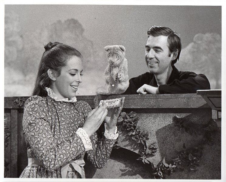 Betty Aberlin Daniel Tiger And Fred Rogers On The Mister Rogers Neighborhood Set 1970s Mr Rogers Mister Rogers Neighborhood Lady Aberlin