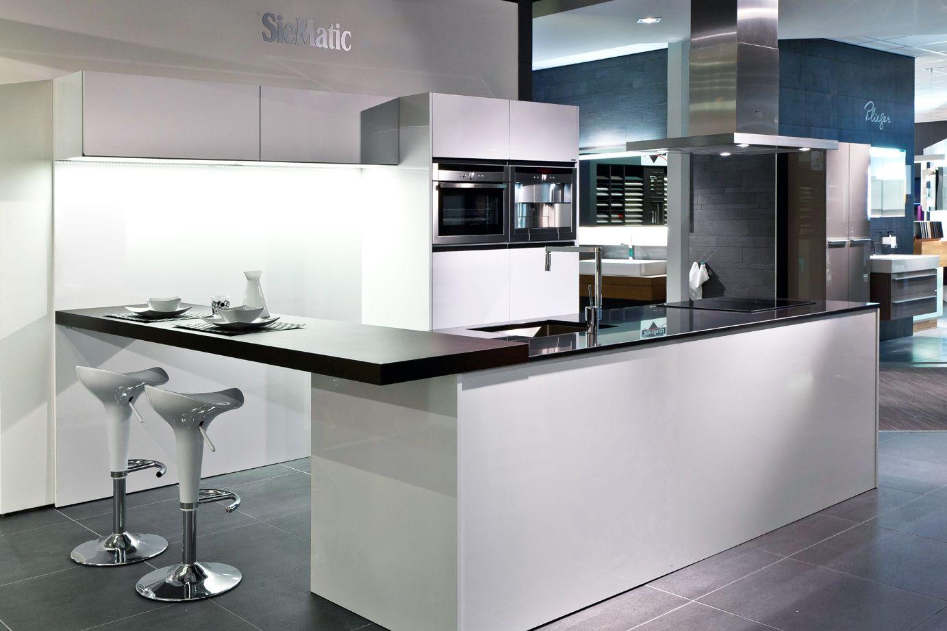 Moderne siematic keuken met kookeiland db keukens siematic keukens pinterest - Moderne kleine keuken ...