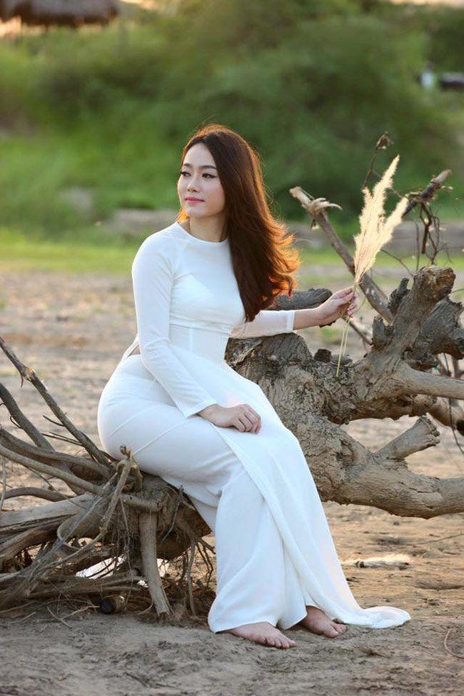 Hot Girl Lao Bi Nham Tuong Gai Viet Khi Mac Ao Dai Hinh Anh 11