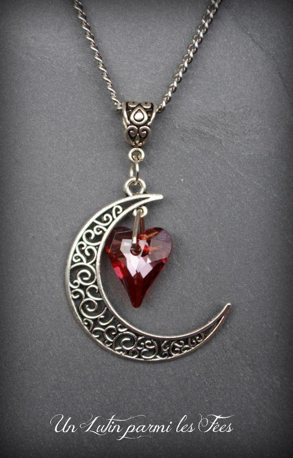 Collier pendentif lune filigrane couleur argenté et coeur en cristal red magma