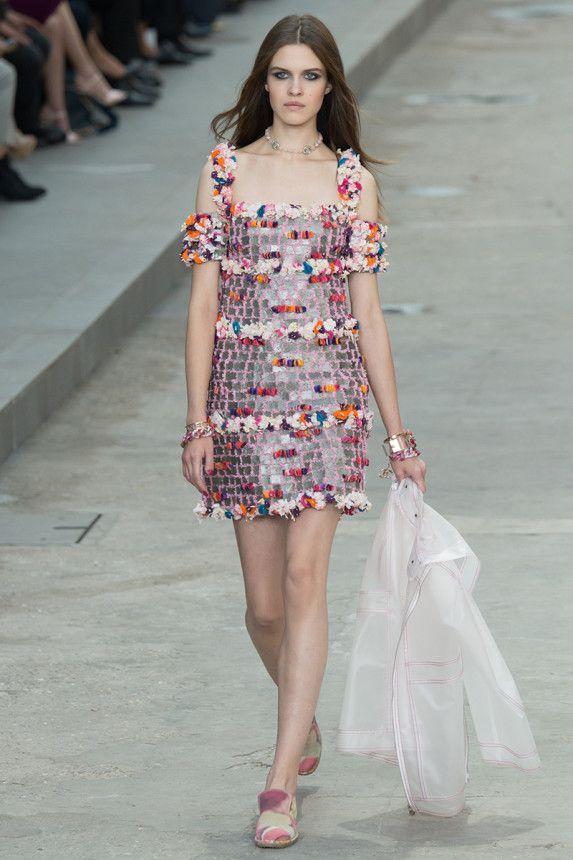 Chanel Spring 2015 RTW - Runway — Vogue | PFW #pastel details