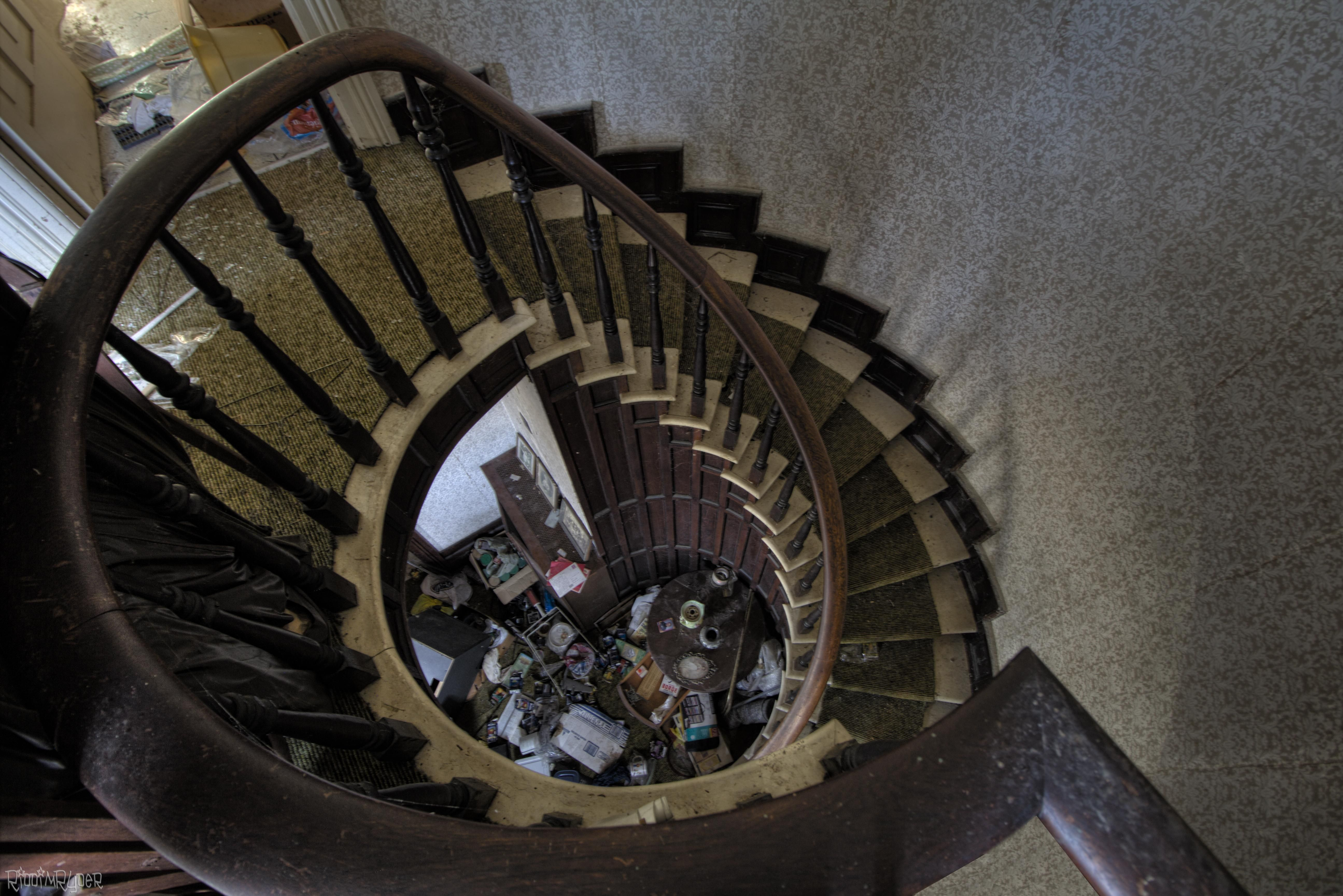 Incredible Staircase Inside An Abandoned Time Capsule House [5181 X