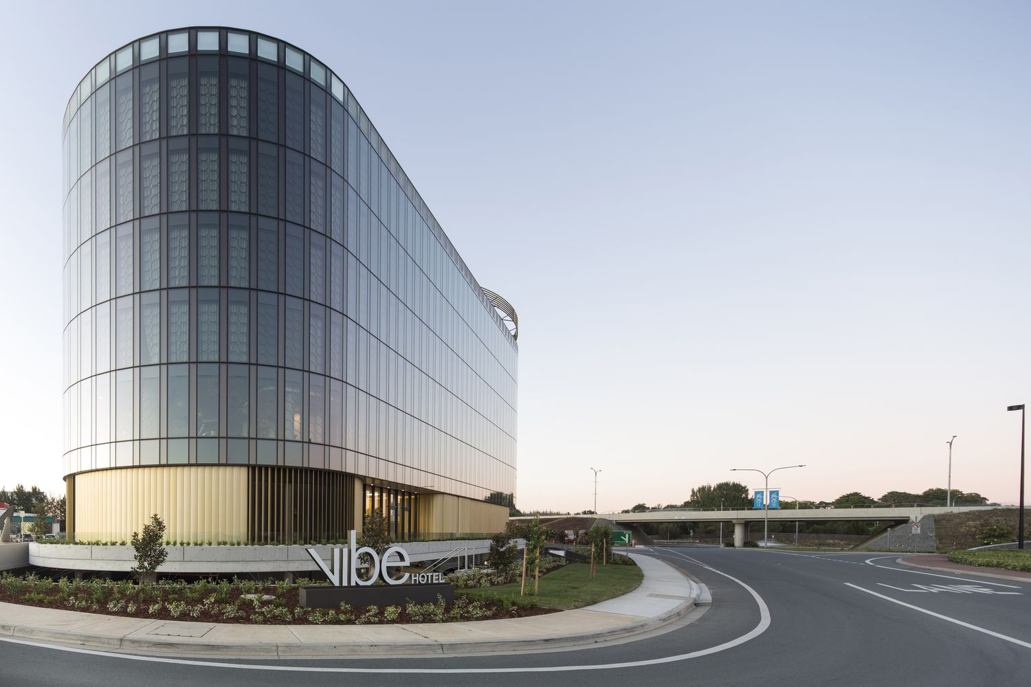 Gallery of Canberra Hotel / Bates Smart - 7