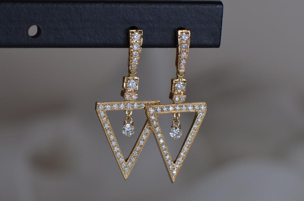 Triangle-Shaped Diamond Dangle Earrings #diamondearrings #handmadejewelry #finejewelry #luxuryjewelry #investmentpiece #qualityoverquantity #capsulewardrobe #familyownedbusiness #shopsmall #shophandmade #myjdotcjewelry