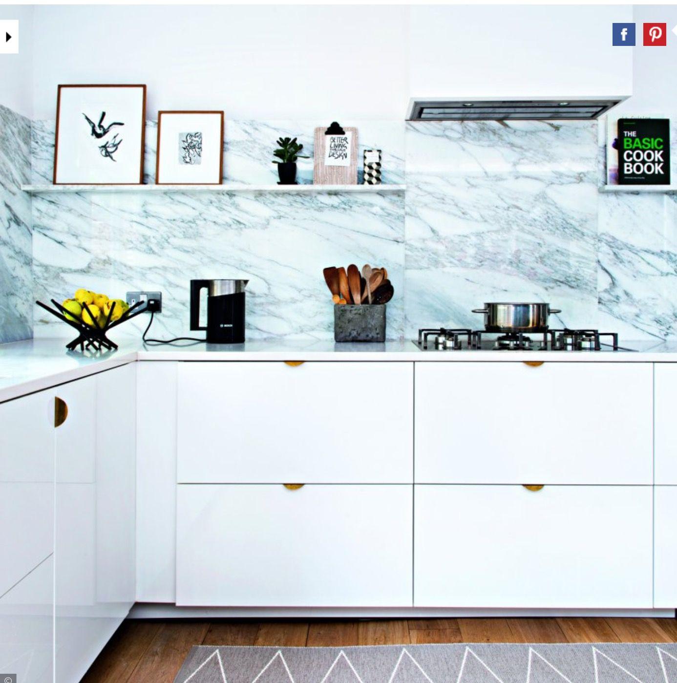Poignée De Cuisine Ikea cuisine ikea avec poignées en laiton et dessus en marbre