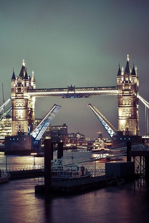 Tower Bridge - London - England (von kettyschott)