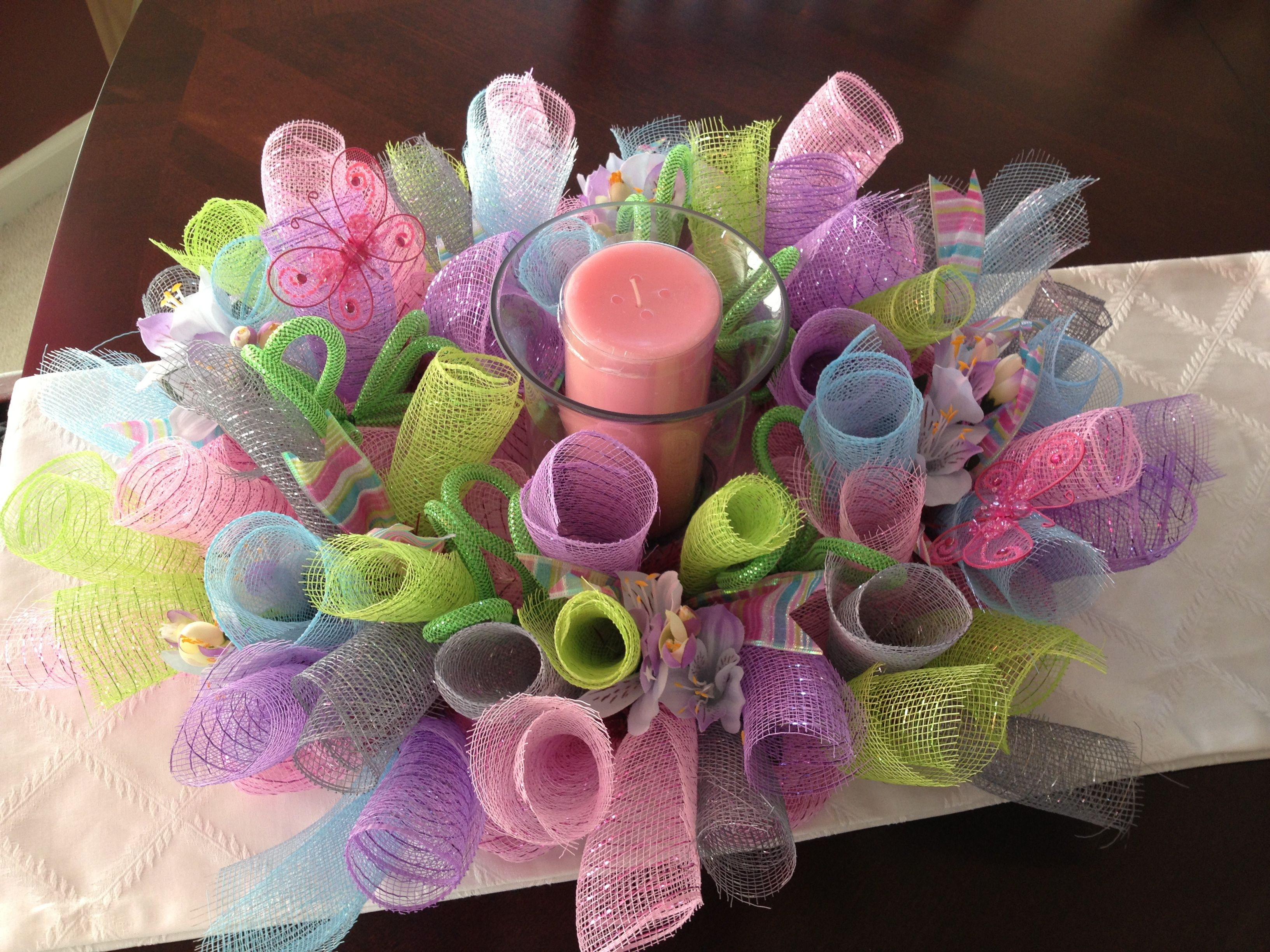 Crafts with deco mesh - Spring Decomesh Centerpiece